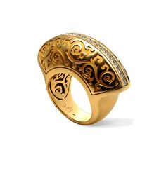"Carrera y Carrera RING CÓRDOBA  COLLECTION PALACIOS DEL SUR Ring of yellow gold with diamond cut ""Princess""  Whisper centuries of history can be seen in the play of light coming through the grating patterned on the ancient walls and filigree Mezquita in Korodobe. Game of contrasts, redundancy and consistency, luxury and brevity. The play of light penetrating through the magnificent Mosque Tower - Mezquita."
