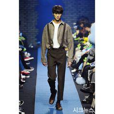 - [PHOTO] 170331 2017 F/W Seoul Fashion Week Day 5 2017 F/W 서울패션위크 Day 5 2017 F/W 首爾時裝週 第五天���� (#참스 #charms) - 출처/Source: 시크뉴스 - feel free to follow @modelkwonhyunbin :) #korea#korean#seoul#koreanmodel#model#fashionmodel#fashion#kfashion#ygkplus#ygkplusmodel#byeonwooseok#lfl#l4l#17fw#sfw#seoulfashionweek#변우석#모델변우석#패션#모델#패션모델#yg케이플러스#맞팔#서울패션위크#데일리룩#邊佑錫 @byeonwooseok http://www.butimag.com/fashion/post/1482570104603663322_2035880566/?code=BSTJae3g9va
