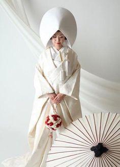 Japanese Wedding Kimono, Japanese Kimono, Traditional Wedding, Traditional Dresses, Geisha, Wedding Attire, Wedding Dresses, Mode Kimono, Culture Art