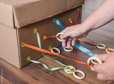 20 maneiras de explorar uma caixa de papelão: atividades para bebes   20 different cardboard box activities for babies