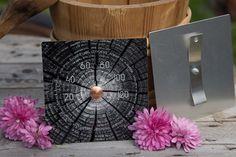 Yksilöllisellädesignsaunamittarilla viimeistelet saunasi sisustuksen.  by Johanna Amnelin™käsityönä valmistetut upeat ja kestävät saunamittarit.  Scandinaavisen pelkistetty muotoilu yhdistettynä perinteisiin suomalaisiin maisemiin ja yksityiskohtiin tekevät mittareistaerikoisen yhdistelmän taid