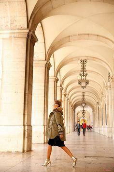 Photo by Leo Faria | Street Style | Cristina Ferreira | Daily Cristina | Fashion  Casaco | H. Preppy na Casiraghi Vestido | Spaccio Botins | Balenciaga Óculos Linsa Farrow na André Ópticas