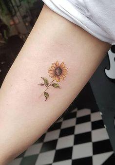 cute sunflower tattoo © tattoo artist Adam Whelan 💓🌻💓🌻💓🌻💓