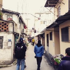explorin shanghai's downtown slums with @tommyguerrero @theopaul @nanking_joe by edanq