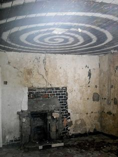 "Strange Room in Abandoned House (""You have just crossed over into.the Twilight Zone"") Abandoned Cities, Abandoned Mansions, Abandoned Houses, Old Houses, Spooky Places, Haunted Places, Scary, Creepy, Old Buildings"