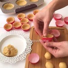 """6,924 Beğenme, 333 Yorum - Instagram'da Beyhan Kadayıfçı 🔵 (@beyhaninmutfagi): """"Hayırlı akşamlar 😍😍 Tatlısız yapamayan bir milletiniz ✌🏻😎 yemek sonrası illa tatlı birşeyler…"""" Vanilla Bean Cheesecake, Cheesecake Recipes, Fun Desserts, Dessert Recipes, Mini Tart, Mini Cheesecakes, Sweet Cakes, Dessert Bars, Yummy Cakes"""