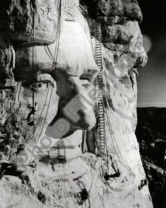 Tethered by ropes to the rocky surface of Mount Rushmore in South Dakota, workers in 1937 put the finishing touches on the face of Abraham Lincoln. The link provides some fact about that National Monument. Monte Rushmore, Us History, American History, History Photos, American Presidents, American Pride, Old Pictures, Old Photos, Famous Pictures