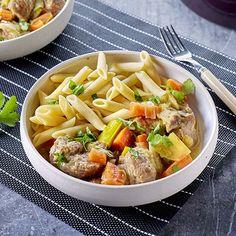 Varkensstoofvlees met gestoofde groenten en penne