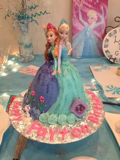 Ran on the lines – That is how woman Leinen styles properly – Pregnancyx. Anna Elsa Cake, Anna Frozen Cake, Frozen Doll Cake, Elsa Doll Cake, Anna Et Elsa, Elsa Cakes, Frozen Frozen, Disney Frozen, Disney Princess Birthday Cakes