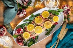 Štědrovečerní večeře Dubai Food, Xmas Food, Kitchenette, Fresh Rolls, Ramen, Ethnic Recipes, Drink, Beverage, Kitchen Nook