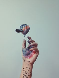 Combining illustrations and photographs to make boring images interesting - ColorWhistle Double Exposure Photography, Hand Photography, Photoshop Photography, Creative Photography, Ballon, Air Balloon, Grafik Design, Photomontage, Photography Tutorials