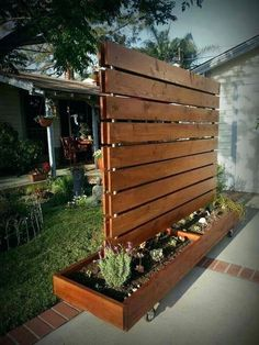 15 faszinierendsten Holzzaun-Stil-Ideen von 2017 Most Intriguing Wood Fence Style Ideas DIY Backyard Privacy Fence Ideas on a Budget The post 15 most intriguing wooden fence style ideas of 2017 appeared first on privacy screens. Cheap Privacy Fence, Privacy Fence Designs, Privacy Screen Outdoor, Privacy Landscaping, Privacy Walls, Landscaping Ideas, Deck Privacy Screens, Privacy Planter, Privacy Fence Decorations