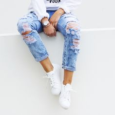 Pin & Win: Fashionchick zomer musthaves 2015 | street style | white sneakers | ripped jeans | #fashionchickmusthaves