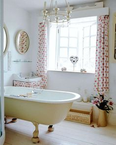 Shabby Chic so dreamy. Shabby Chic Ireland: Romantic Shabby Chic - bathrooms so pretty Estilo Cottage, Baños Shabby Chic, Period Living, Modern Country Style, Country Chic, Country French, Industrial House, Cottage Living, Cottage House