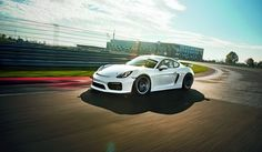Hardly any other GT car embodies this quotation of Steve McQueen in the movie Le Mans as much as the Porsche Cayman GT4 Clubsport. Porsche Cayman GT4, Pors