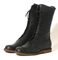 Lofina I5-379: 3/4 boot with lacer.