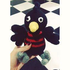 Urubuzinho para um flamenguista lindo! Padrão meu. #crochet #crochetlovers…