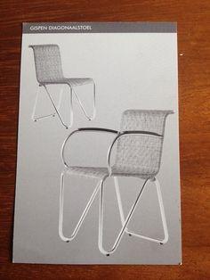 #Gispen #diagonaal #stoelen met rotan zitting, bakeliet leuningen, mat verchroomd buisframe
