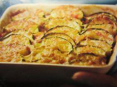 Kesäkurpitsavuoka Ratatouille, Zucchini, Vegetarian, Vegetables, Ethnic Recipes, Food, Summer Squash, Veggies, Veggie Food