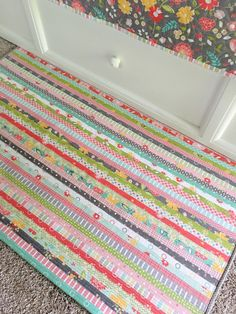 Fun project alert: the jelly roll rug! Carried Away Quilting: Fun project alert: the jelly roll rug! Jelly Roll Projects, Fun Projects, Sewing Projects, Sewing Tips, Sewing Crafts, Jelly Roll Sewing, Rag Rug Tutorial, Rope Rug, Jelly Roll Quilt Patterns