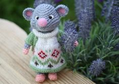 Мышка крючком. Мастер-класс по вязанию игрушки мышки Иришки. Knit Purl, How To Purl Knit, Projects To Try, Crochet Hats, Teddy Bear, Knitting, Animals, Clothes, Fashion