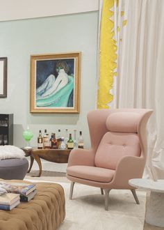 At Sotheby's very first Designer Showhouse, Daun Murray's contemporary-glam lounge is outfitted with a petal pink Fritz Hansen Ro chair.