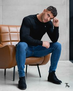 The TAILORED ATHLETE Crew Neck Sweater, a winter essential. Lightweight, comfortable, and crafted with luxurious stretch cotton. Winter Essentials, Mens Fashion, Fashion Outfits, Winter Looks, Smart Casual, Physique, Style Guides, Photography Poses, Athlete
