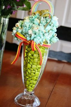 Saint Patrick's Day Crafts | sooo loving this st patrick s day centerpiece from ...