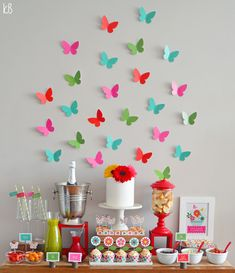 Simple Birthday Decor: 75 Creative and Economical Ideas - Butterfly birthday party - Homemade Birthday Cards, Birthday Diy, Birthday Party Themes, Birthday Decorations At Home, Butterfly Party Decorations, Butterfly Birthday Party, Paper Flowers Craft, Diy Party, Ideas Party
