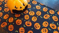 Halloween Table Runner Pumpkin Jack o Lantern on Black with Glitter Padded Pumpkin Jack, Cute Pumpkin, Halloween Wine Bottles, Halloween Table Runners, Gift Table, Snack Bar, Jack O, Candy Dishes, Table Covers