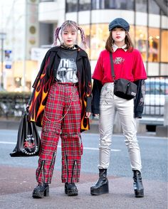 Harajuku Girls in Flame Shirt, Punk Pants, West Coast Choppers & Silver Metallic Pants Asian Street Style, Tokyo Street Style, Street Style Trends, Japanese Street Fashion, Tokyo Fashion, Harajuku Fashion, Grunge Fashion, Look Fashion, Korean Fashion
