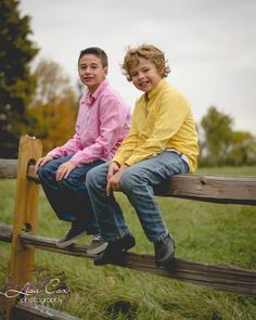 Autumn Fall Country Woods Family brothers siblings Pictures Pose Photography By Lisa Cox Photography