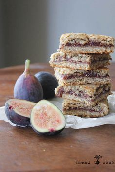 Packed with fresh figs, chia seeds, and gluten free oats, these fig newton bars are a delicious blast from the past and a nutritious snack, too. Gluten Free Oats, Gluten Free Cookies, Gluten Free Baking, Gluten Free Desserts, Vegan Desserts, Gluten Free Recipes, Cookies Vegan, Dairy Free, Vegan Sweets