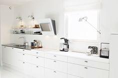 Kitchen / Scandinavian / Modern / Black and white / Artemide Tolomeo / Vipp