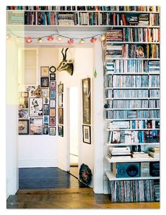 I heart bookshelves, yes I do!and usually the more book cluttered the home library looks the more I love… Sweet Home, Wall Bookshelves, Book Shelves, Bookcases, Bookshelf Ideas, Cd Shelf, Bookshelf Design, Interior And Exterior, Interior Design