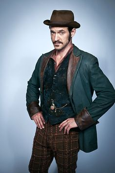 Adam Rothenberg in Ripper Street! Oh how facial hair can make a man instantly 100% more attractive! ;-)
