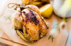 Recept på helstekt kyckling med bakade primörer och dragonsås