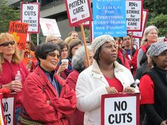Registered nurses, members of the California Nurses Association/National Nurses United, and their supporters on the picket line Nov. 20 at Sutter Health hospitals in Berkeley and Oakland, Calif. PW photo: Marilyn Bechtel