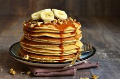 Are you fed up with your breakfast routine? We give you pancakes with a twist! Try these delicious and easy to cook banana pancakes. Share your experience of cooking and serving them here. How To Make Pancakes, Pancakes Easy, Buttermilk Pancakes, Protein Pancakes, Banana Pancakes, Fluffy Pancakes, Cheese Pancakes, Banana Bread, Pancake Recipe Bbc