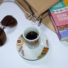 Boa tarde, pessoas lindas! 💙☕ Já passaram no blog hoje? Tem vários posts novos por lá! 😊 Vem, vem: www.casinhaarrumada.com 👈💻 #boatarde #coffeetime