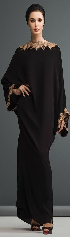 Mauzan abaya Dubai..Work : Kashmiri lace with embroidery design Fabric : Black Crepe                                                                                                                                                      Más