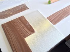 Elaine's Sweet Life: Making realistic woodgrain with fondant {Tutorial}