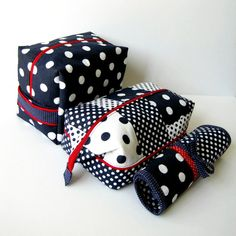 Toiletry Travel Set from 5 Fat Quarters | She's Got the Notion-- what a great set to sew!