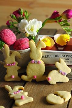 Molds and rolling pin: Easter bunnies - Easter Cookies, Easter Treats, Happy Easter, Easter Bunny, Ostern Party, Easter Biscuits, Biscotti Cookies, Easter Recipes, Cookie Decorating