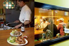 タイのイサーン地方出身のウィチャイさんが作るのは、青パパイヤのサラダの「ソムタム」、豚ひき肉のスパイシー和えの「ラープ」といったメジャーなものから、9種の新鮮なもつを煮込んだ「イサーン式牛もつ煮込み」や「ナマズのグリーンカレー」、「舟そば」など珍しいものも Tokyo Restaurant, Japan, Travel, Viajes, Japanese Dishes, Trips, Tourism, Traveling