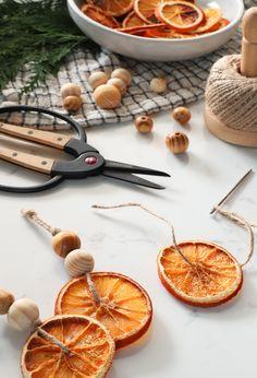 Orange Ornaments, Diy Christmas Ornaments, Holiday Crafts, Holiday Decor, Orange Decorations, Homemade Christmas Tree Decorations, Winter Christmas, Christmas Holidays, Dried Oranges