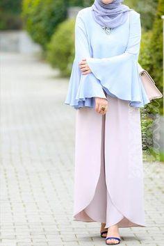 Decorating With Coat Racks And Vintage Clothing Islamic Fashion, Muslim Fashion, Modest Fashion, Fashion Outfits, Womens Fashion, Abaya Style, Hijab Chic, Modest Wear, Modest Outfits