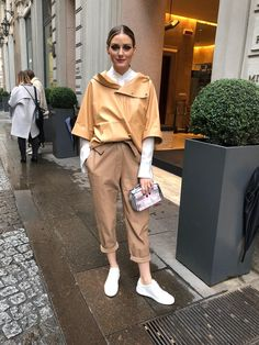 This ensemble is proof that sometimes you don't need all of the bells and whistles to make a statement. Chic and tailored in luxurious fabrics, courtesy of Tod's, Olivia wears this cool…