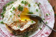 Lemon Quinoa Rice Cakes w/ Fried Egg - I like this idea with dill and scallions in place of parsley and a salmon filet for dinner