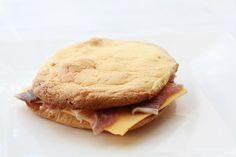 Revoluční housky - bez lepku a bez škrobu Crackers, Low Carb Recipes, Sandwiches, Paleo, Gluten Free, Bread, Breakfast, Fitness, Desserts